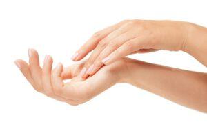 Wie solltest du die Hände im Herbst und Winter pflegen? Geprüfte Kosmetikprodukte und Eingriffe