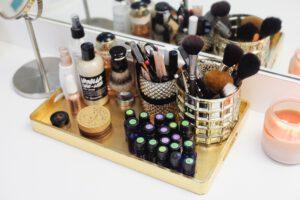 Gut organisierte Kosmetiktasche. Wie und wo sollt ihr Kosmetikprodukte aufbewahren?